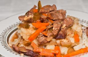 Азу из говядины с жареным картофелем