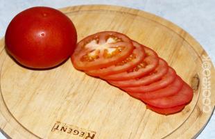 помидор, нарезанные кружками