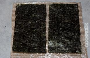 лист нори разрезанный пополам