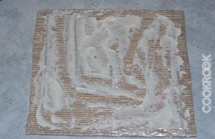 размазываем майонез по циновке