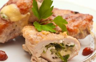 Рулеты куриные с сыром и зеленью