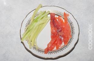 огурец и рыба для суши
