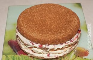 сборка торта клубничного со сливками