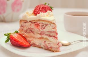 торт клубничный со сливками