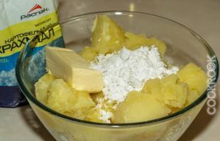 Отваренный картофель со сливочным маслом и крахмалом