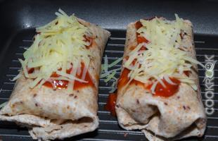 буррито с соусом долмио и сыром