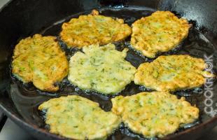 кабачковые оладьи на сковороде