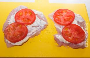 куриная отбивная с помидорами
