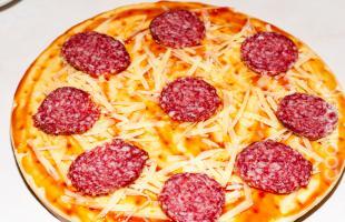 пицца пепперони на скорую руку