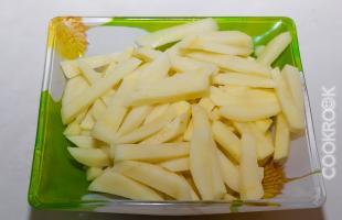 картофель, нарезанный брусочками
