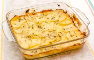 молодой картофель запеченный в сметане