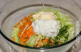 салат из зеленой редьки с огурцом и морковью