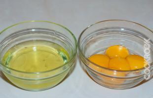 отделение яичных желтков от белков