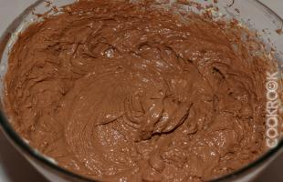 приготовление теста для шоколадного бисквита