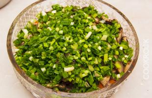 мелко резаный зеленый лук для салата