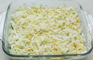 вареные яйца на крупной терке