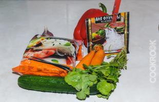 продукты для салата из фунчозы с овощами