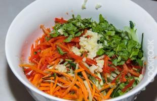 ингредиенты салата из фунчозы с овощами