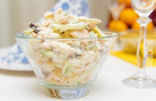 Салат курица копченая с черносливом