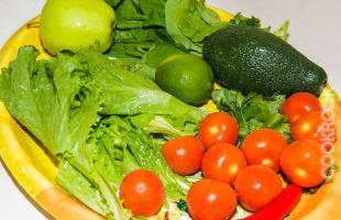 овощи для салата со шпинатом