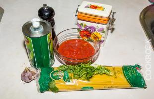 продукты для приготовления спагетти с помидорами