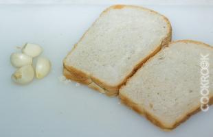 белый хлеб с чесноком