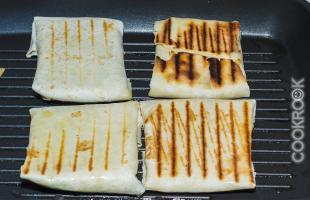 конвертики с сыром на гриле