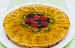 Запеканка творожная с фруктами и желе
