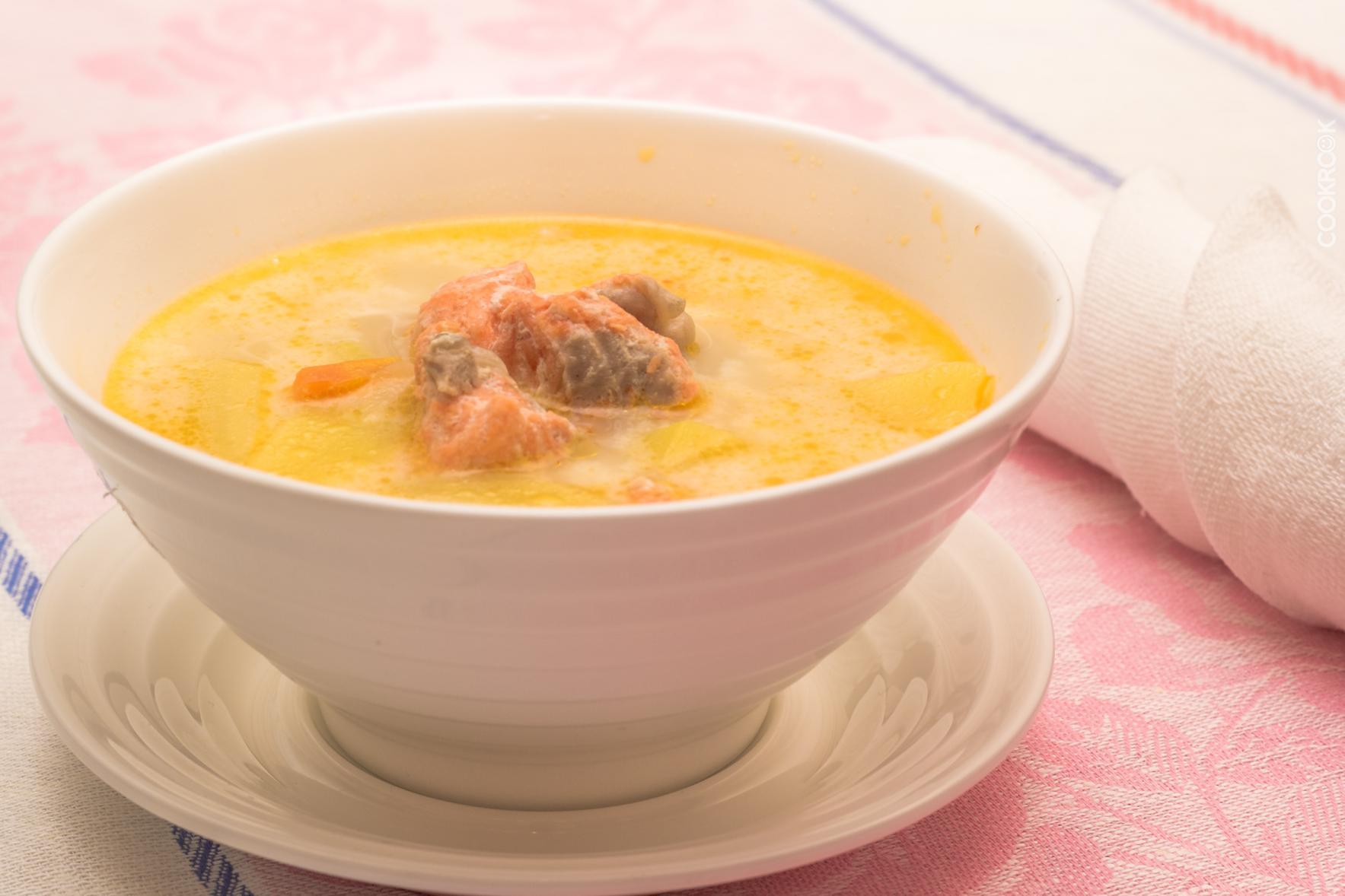 Сливочный суп с лососем в мультиварке рецепт