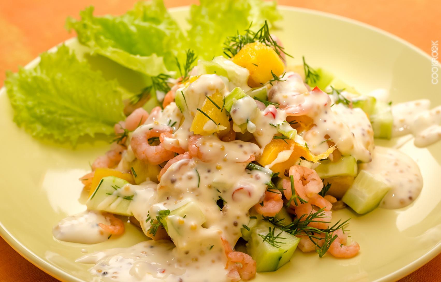 Салат с кальмарами креветками и яйцом новые фото