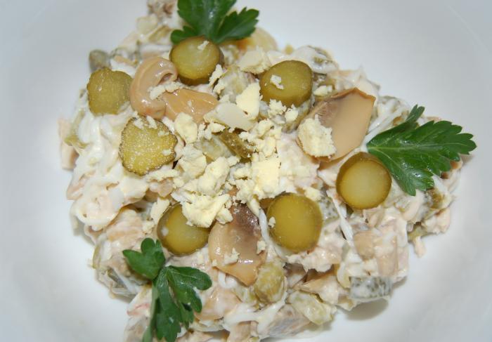 Салат с солеными груздями рецепт