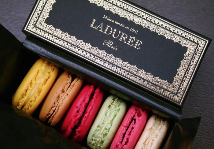 Филиал парижской кондитерской Ladurèe открылся в Москве