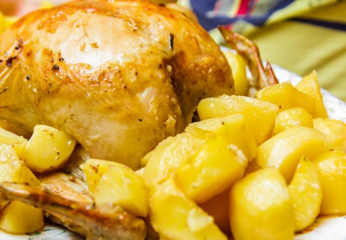 Курица целиком в рукаве в духовке