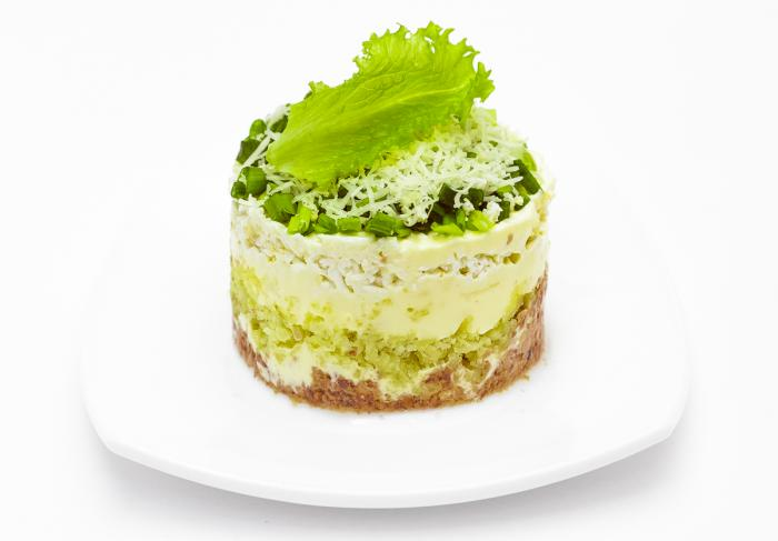 Простой и вкусный салат с печенью трески