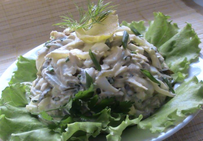 Салат с курицей, черносливом и грибами «Триумф»