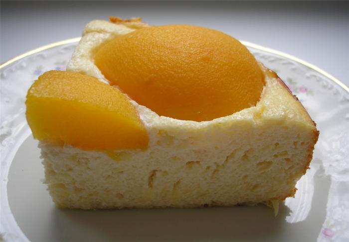 Творожная запеканка с консервированными персиками