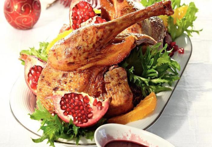 Салат с красной фасолью в томате и сухариками рецепт