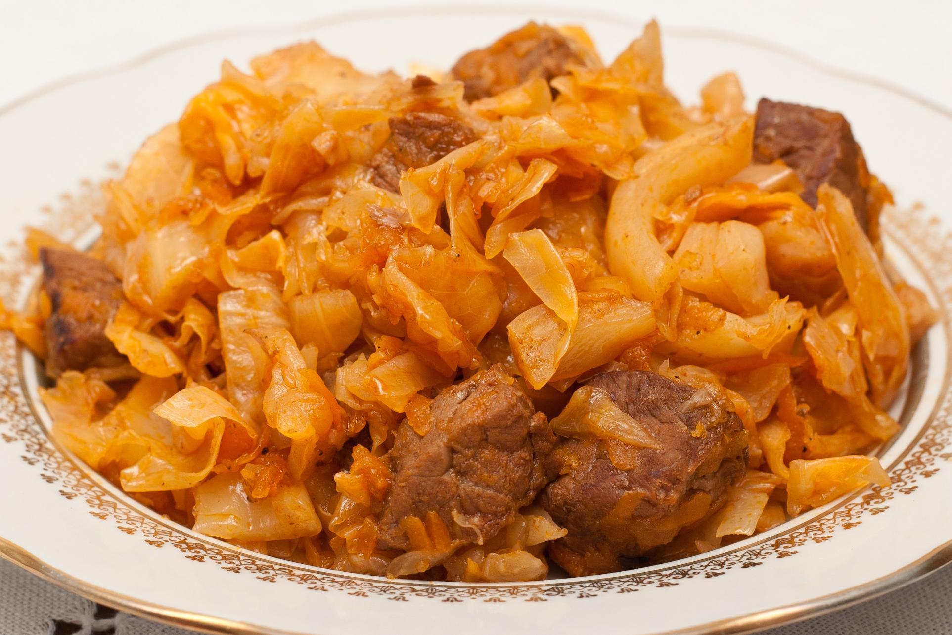 картошка тушеная со свининой и капустой
