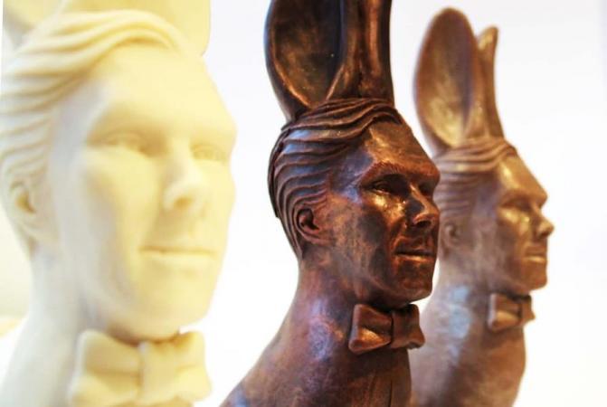 Из звезды сериала «Шерлок» сделали шоколадного кролика