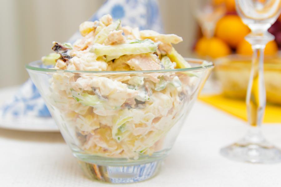 Рецепт салата курица копченая с черносливом