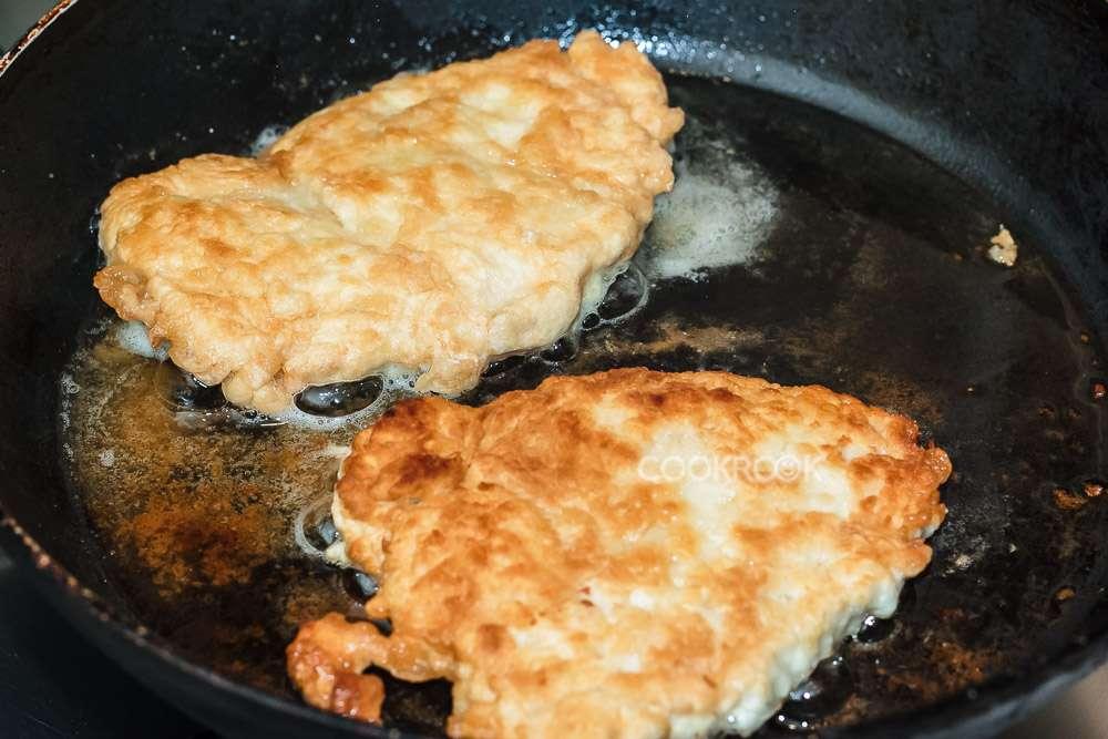 Рецепт свиных отбивных сыром