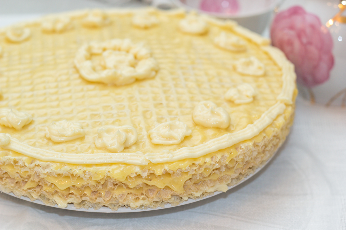Вафельный торт из готовых коржей